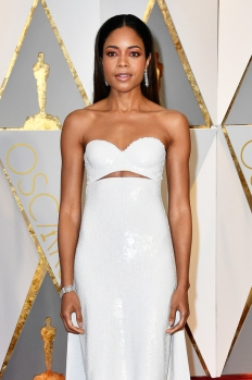 naomie-harris-oscars-2017-red-carpet-fashion-calvin-klein-collection-tom-lorenzo-site-6